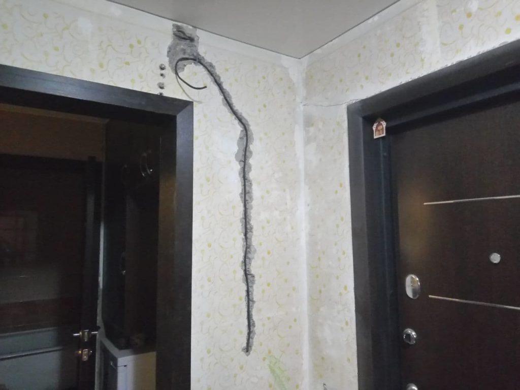 Стена с проводом в штробе